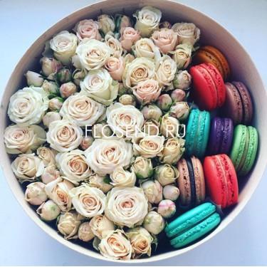 Цветы и макаронс в коробке № 188