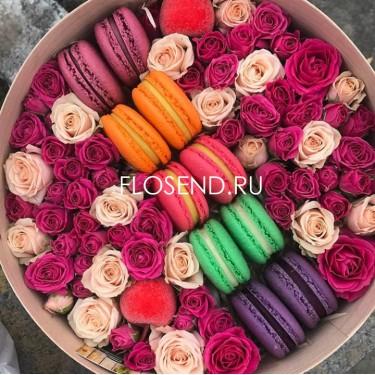 Цветы и макаронс в коробке № 182
